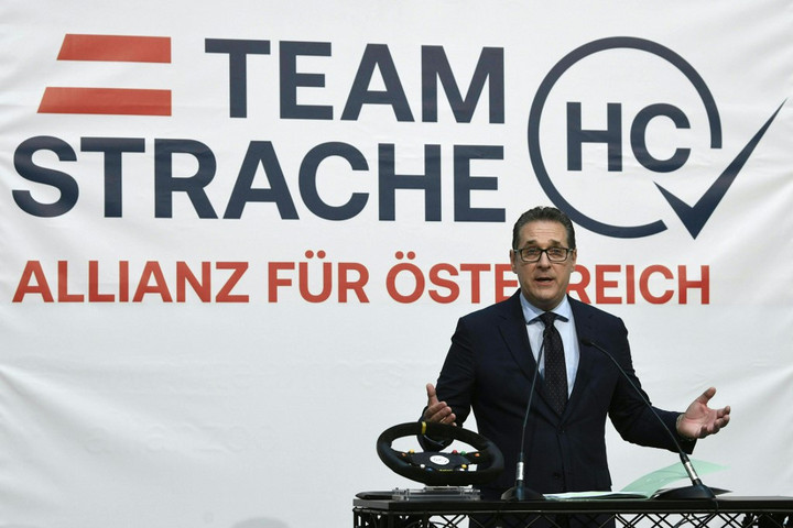 Heinz-Christian Strache, former leader of Austria's FPoe party, gives a press conference on May 15, 2020 in Vienna, to present details of the Allianz für Österreich (DAOe, Alliance for Austria) citizen movement under Strache's leadership. (Photo by HARALD SCHNEIDER / APA / AFP) / Austria OUT